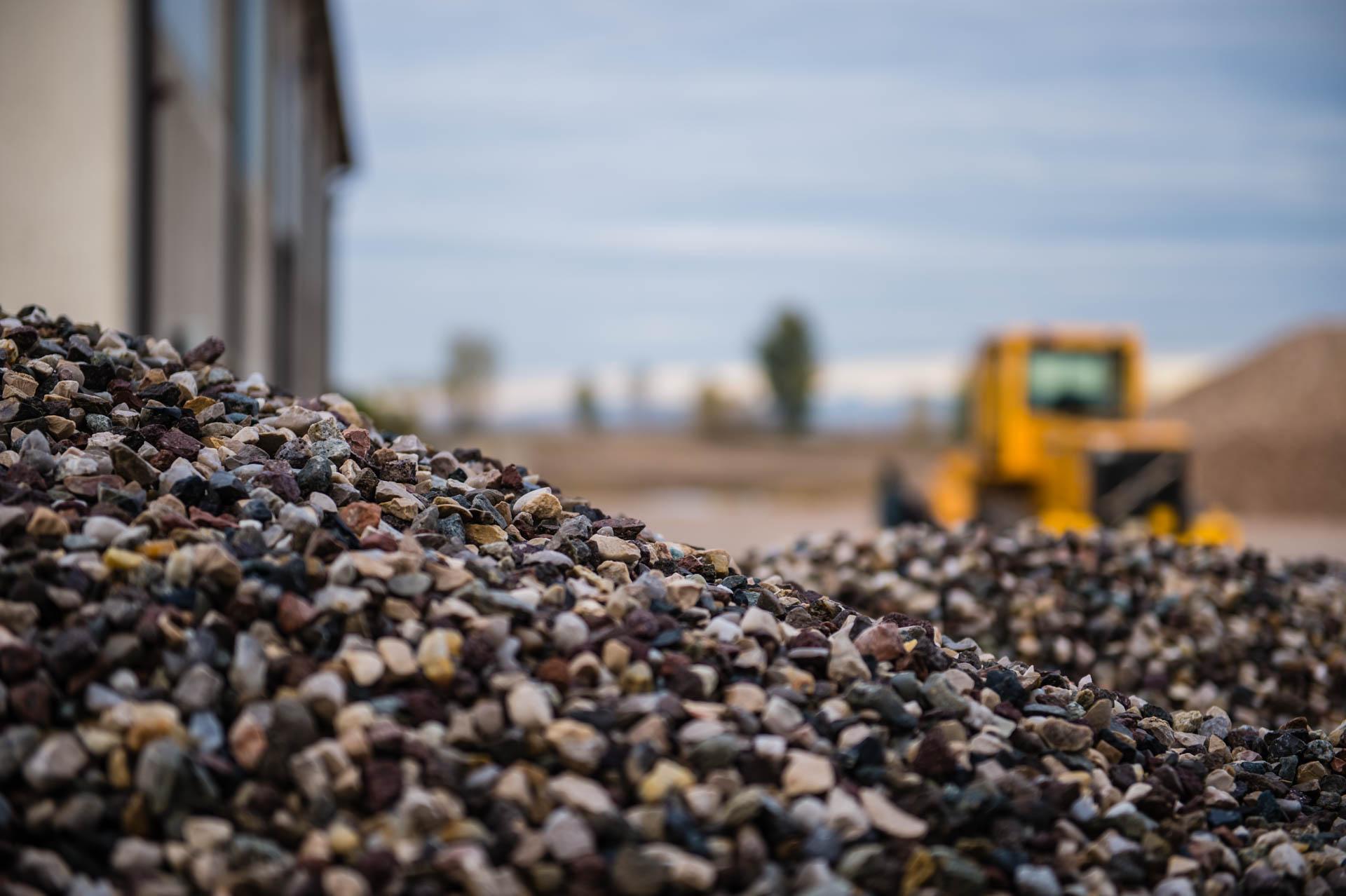 Sartori Fratelli - Vendita materiali inerti come sabbia, terra, ghiaia e molto altro - Verona, Mantova e province limitrofe